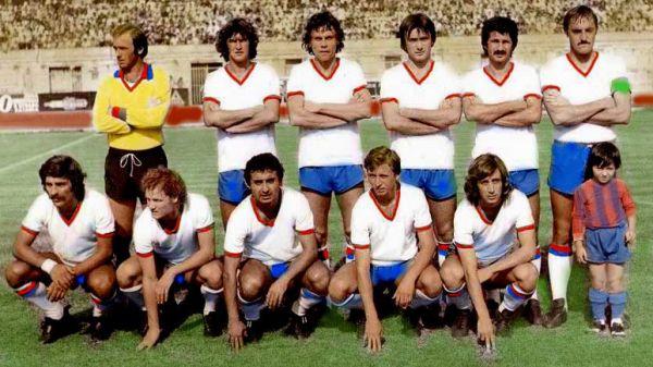 Il maglione giallo di Gigi Muraro spicca in una formazione del Catania 1977-78