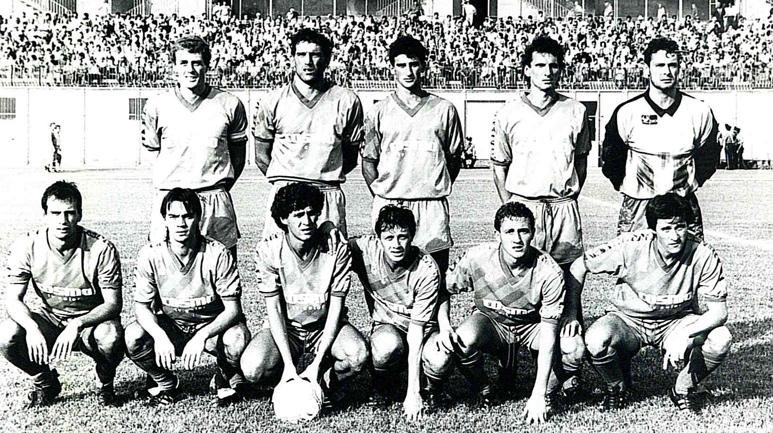 Giancarlo Marini (il terzo da sx tra gli accosciati) in una formazione del Catania 1988/89